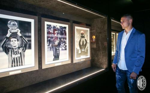Rade Krunic merupakan rekrutan anyar AC Milan