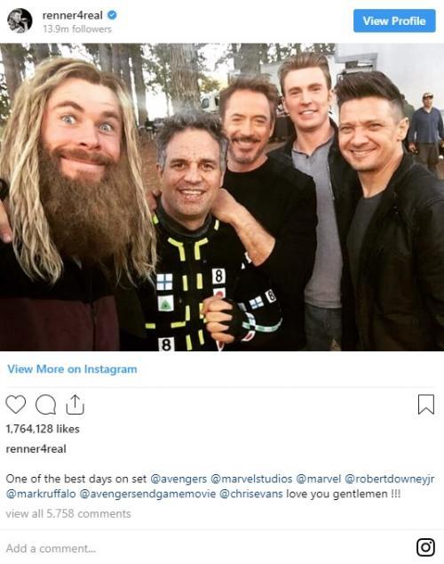Jeremy Renner sebenarnya sempat membagikan versi original foto itu pada Mei 2019. (Foto: Instagram)