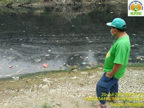 Sungai Cileungsi Kembali Berwarna Hitam Pekat dan Bau Menyengat (Dokumentasi: KP2C)