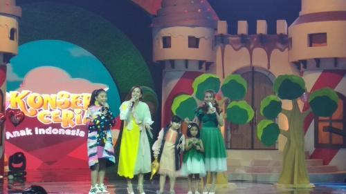 Ayu Ting Ting duet bersama Bilqis sang putri dalam Konser Ceria Anak Indonesia. (Foto: Okezone/Hana Futari)