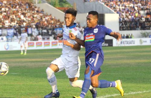 Laga PSIS Semarang vs Persib Bandung