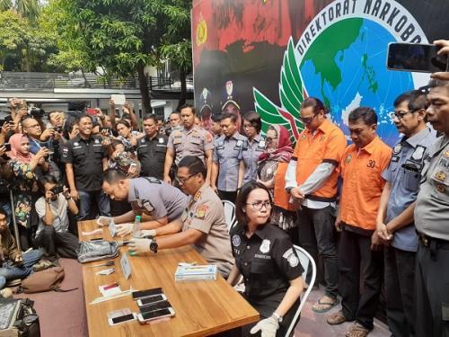 Polisi merilis kasus narkoba yang menjerat komedian Nunung di Mapolda Metro Jaya, Senin (22/7/2019). (Foto : Achmad Fardiansyah/Okezone)