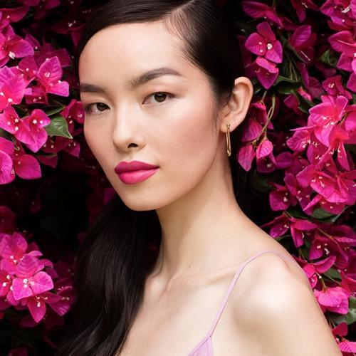 Sama seperti Liu Wen, dirinya juga berasal dari China. Model yang mengawali kariernya sejak 2008 ini,