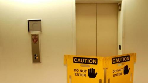 Ilustrasi lift rusak