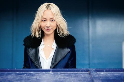 Soo Joo mulai banyak berjalan di runway desainer kelas dunia dan pemotretan untuk majalah dunia seperti Elle