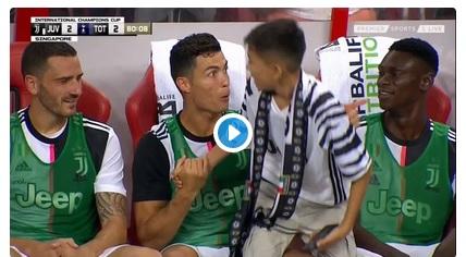Cristiano Ronaldo dan bocah