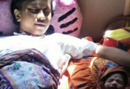 Ibu Muda Melahirkan di atas Perahu saat Kebakaran (foto: Azhari Sultan/Okezone)
