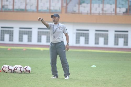 Fakhri Husaini hanya memberi porsi latihan ringan (Foto: PSSI)