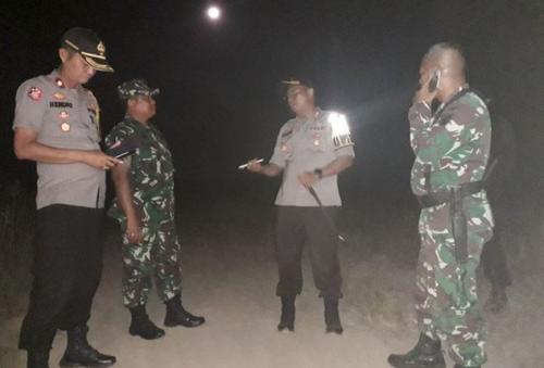 Personel gabungan TNI-Polri masih berjaga di lokasi bentrokan di Register 45, Mesuji, Lampung. (Foto: Antaranews)