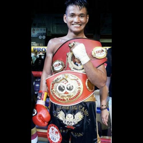 Rivo Kundimang, Pemegang Sabuk tinju internasional dari WBC Asia Youth dan IBF Pan Pasific (foto: Ist)