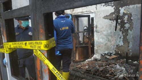 Rumah Kontrakan Terbakar dan Menewaskan 4 Bocah di Kota Batu (foto: Avirista Midaada/Okezone)