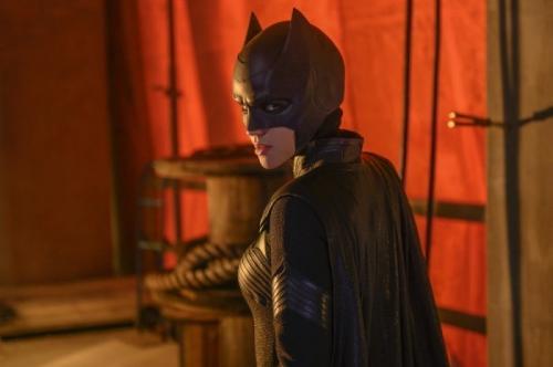 Kate Kane (Ruby Rose) dalam balutan kostum Batwoman. (Foto: The CW)
