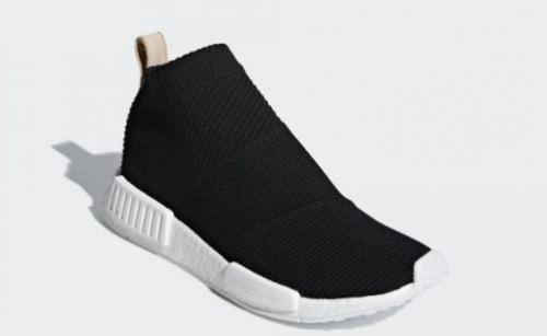 jika dilihat secara seksama dari lekukan bentuk sepatu secara keseluruhan dan dari bentuk sol di bagian depan