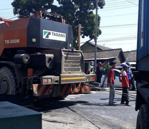 Truk kontainer tabrak Puskesmas Mojosongo 1, Kecamatan Mojosongo, Kabupaten Boyolali. (Foto : Bramantyo/Okezone)