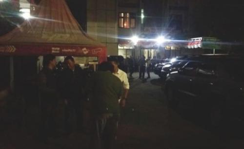 Suasana di Polsek Cimanggis usai penembakan polisi. (Foto : Wahyu Muntinanto/Okezone)