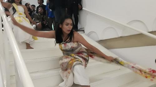 Alya menari