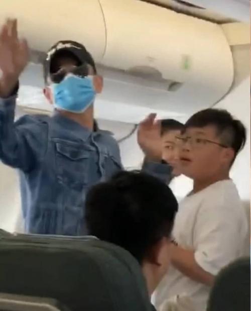 Andy Lau di pesawat
