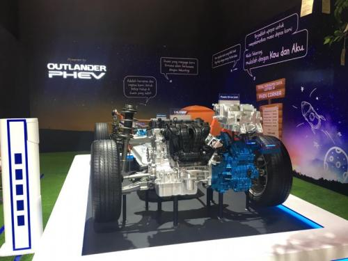 Mitsubishi Outlander PHEV mampu aliri listrik rumah tangga