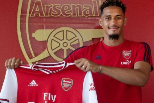 William Saliba saat diperkenalkan sebagai pemain baru Arsenal