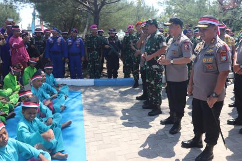 Panglima TNI-Kapolri Kunjungi Pulau Nipah