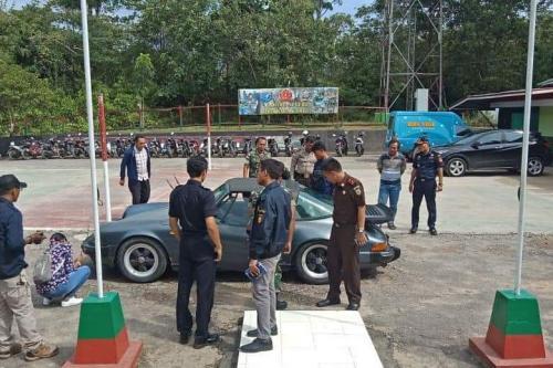 Mobil Mewah asal Malaysia yang Gagal Diselundupkan ke Indonesia (foto: Ist)