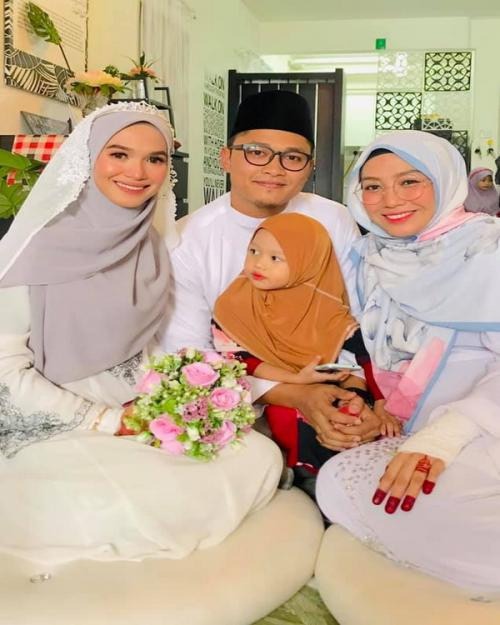 Samuel Dzul bersama kedua istri dan anaknya