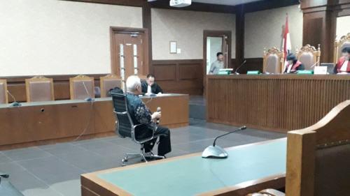 Managing Director (MD) PT Rohde and Schwarz, Erwin Sya'af Arief, diduga suap Fayakhun Andriadi saat persidangan di Pengadilan Tipikor Jakarta, Senin (29/7/2019). (Foto : Arie Dwi Satrio/Okezone)