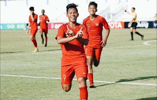 Timnas Indonesia U-15 melakukan selebrasi