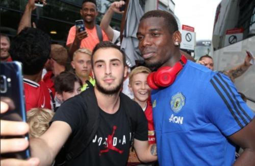 Paul Pogba masih mengikuti tur pramusim Man United (Foto: Situs resmi Man United)