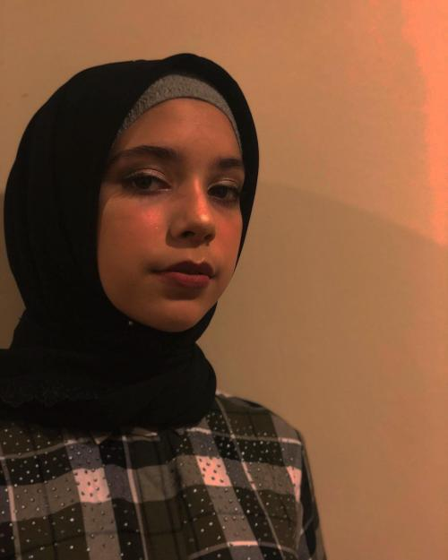Isabel Azhari pake hijab