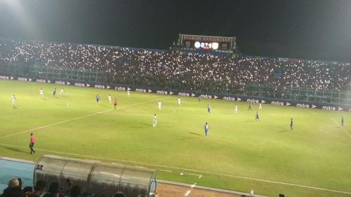 Arema vs Persib (Foto: Okezone/Avirista Midaada)