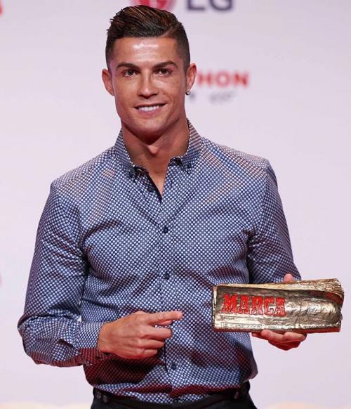 Cristiano Ronaldo diganjar penghargaan Marca Leyenda (Foto: Cristiano Ronaldo/Twitter)