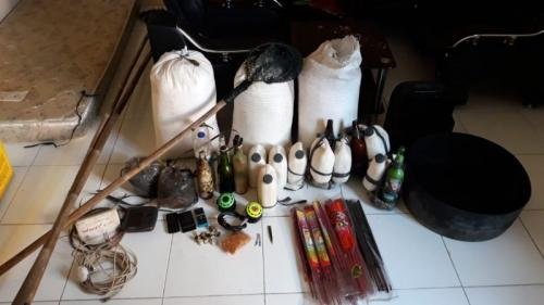 Nelayan Asal Kalbar Ditangkap karena Menggunakan Bom Rakitan untuk Menangkap Ikan (foto: Dok Polsek Tambelan/Ist)