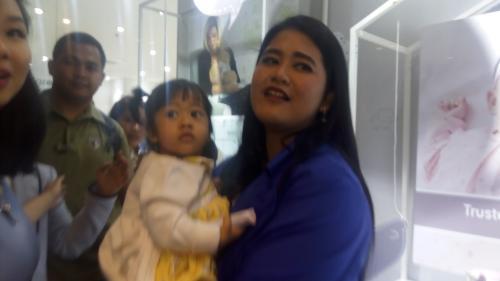 Kahiyang Ayu curhat pengalamannya saat menjadi ibu muda dari Sedah Mirah yang cantik dan menggemaskan.