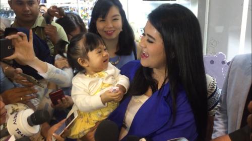 Kahiyang Ayu mengatakan, saat anaknya baru menginjak usia 1 tahun, perkembangannya sangat bagus.