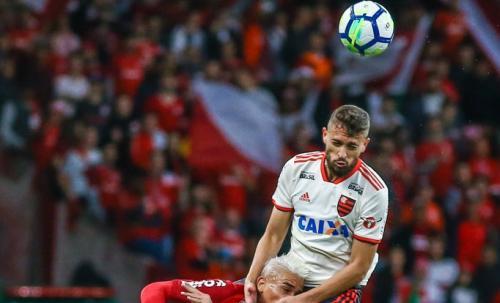 Aksi Leo Duarte saat membela Flamengo
