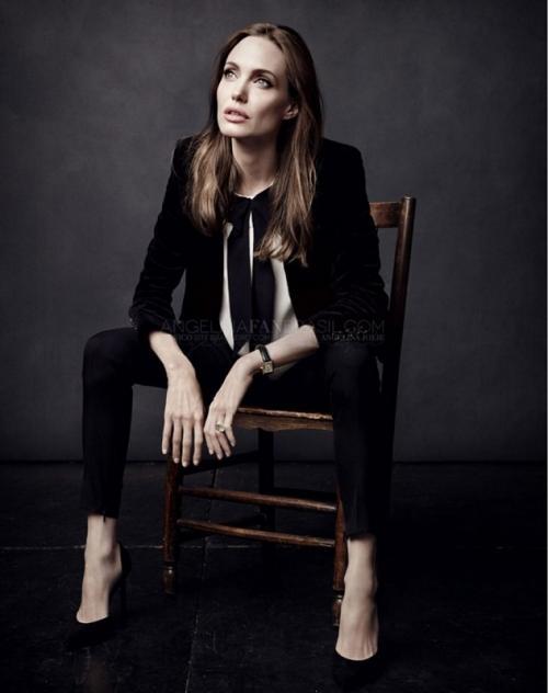 Angelina Jolie mengaku, mendapatkan dukungan dari keenam anaknya untuk membintangi The Eternals. (Foto: ELLE)
