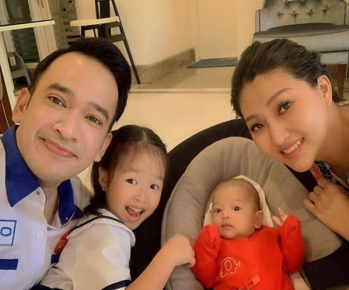 Ruben Onsu bersama istri dan anaknya