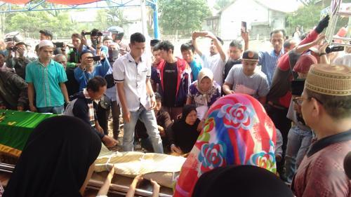 Pemakaman Korban Kecelakaan Karawaci