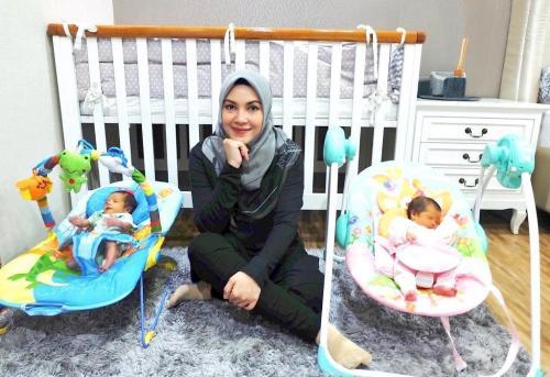 Ratna Galih bayi kembar