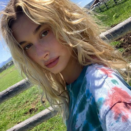 Hailey Baldwin freckles