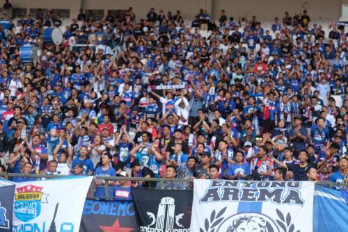 Aremania padati Stadion Utama GBK di laga kontra Persija