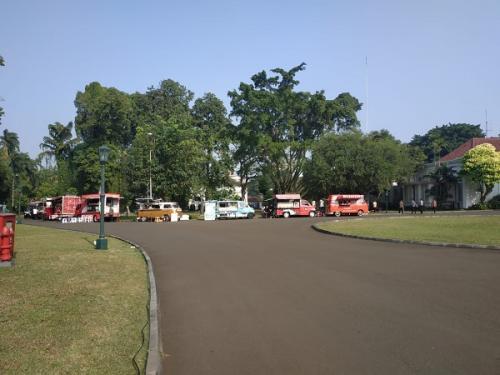 Food truck di acara family gathering menteri Kabinet Kerja di Istana Bogor (Foto : Fakhrizal Fakhri/Okezone)