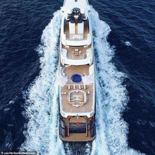 Kylie Jenner akan menggelar pesta ultah meriah di superyacht ini.