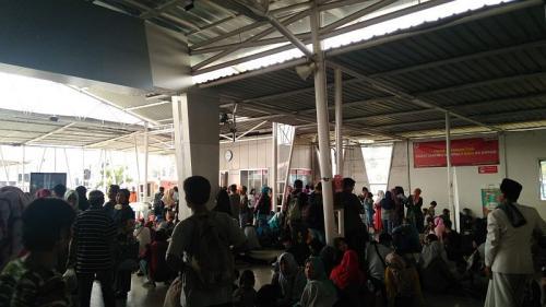 Penumpang KRL di Stasiun Bogor riuh usai kereta kembali beropersi (Foto: Fakhri/Okezone)