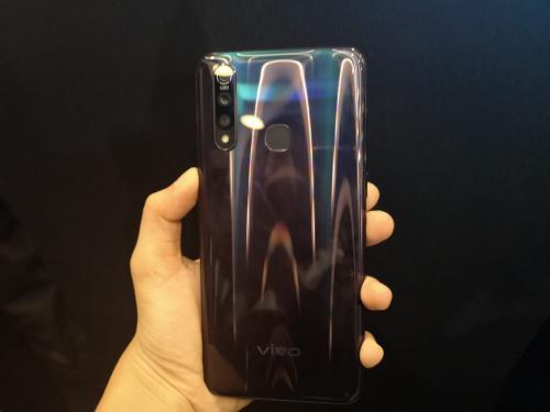 Perbandingan Vivo Z1 Pro dan Galaxy S10