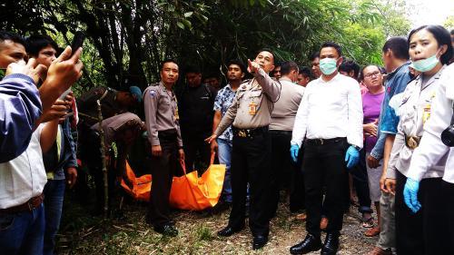 Penemuan Jasad Siswi SMK di Tapanuli Utara (foto: Robert Fernando H/Okezone)