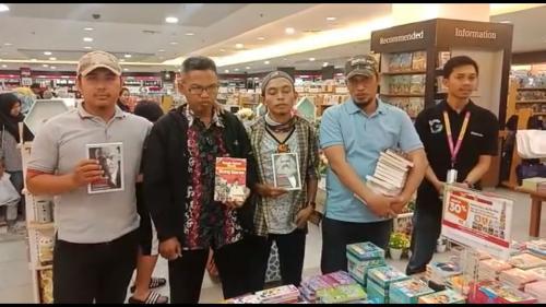 Razia buku berpaham kiri di Makassar. (Ist)