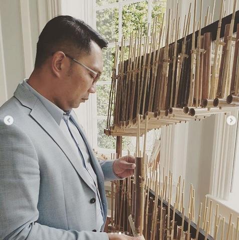 Ridwan Kamil Main Angklung