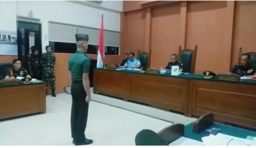 Pembunuh Vera, Prada Deri saat Jalani Sidang di Pengadilan Militer I-04 Palembang (foto: Ist)Pembunuh Vera, Prada Deri saat Jalani Sidang di Pengadilan Militer I-04 Palembang (foto: Ist)